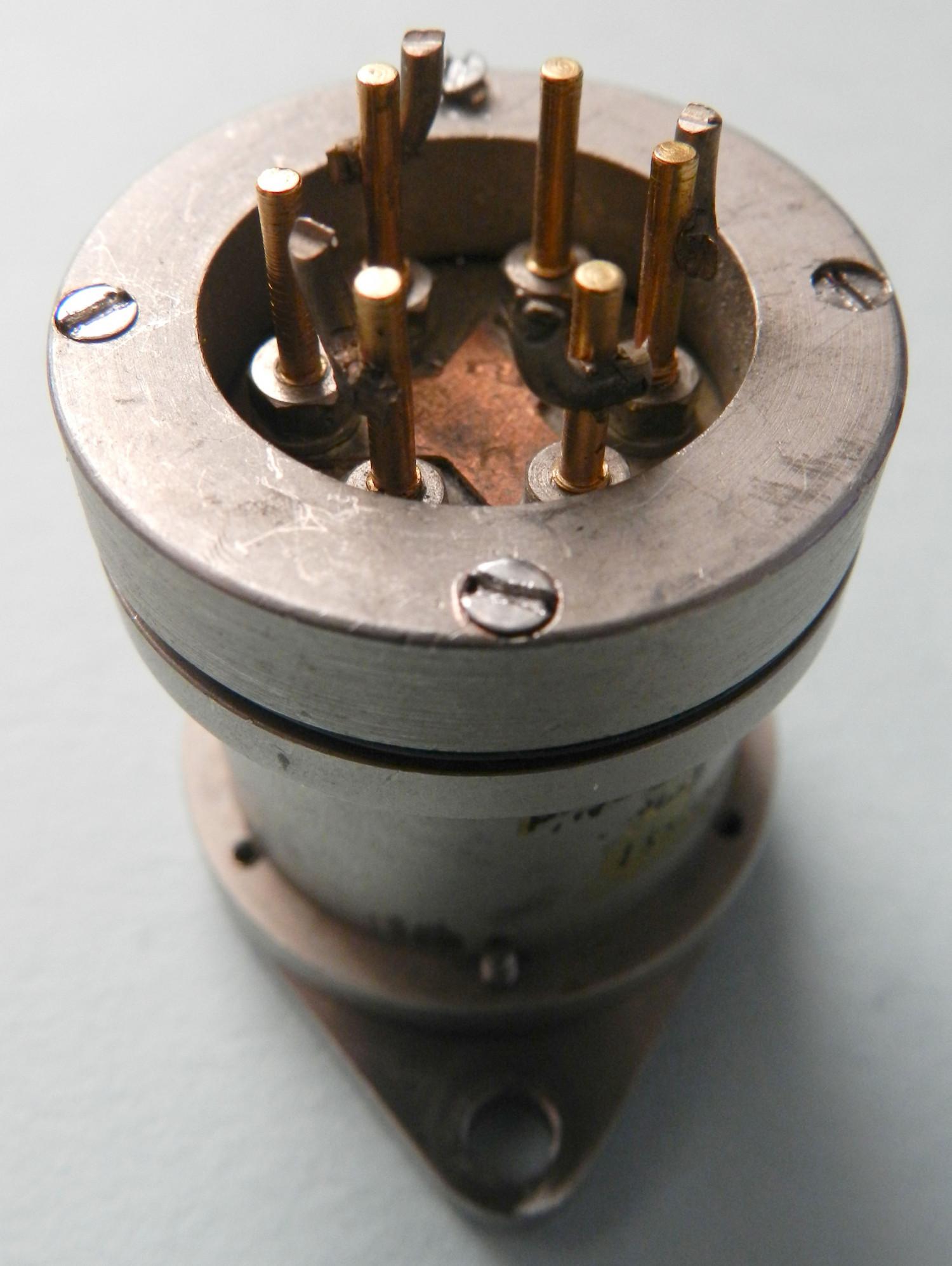 3-pole Switching Device